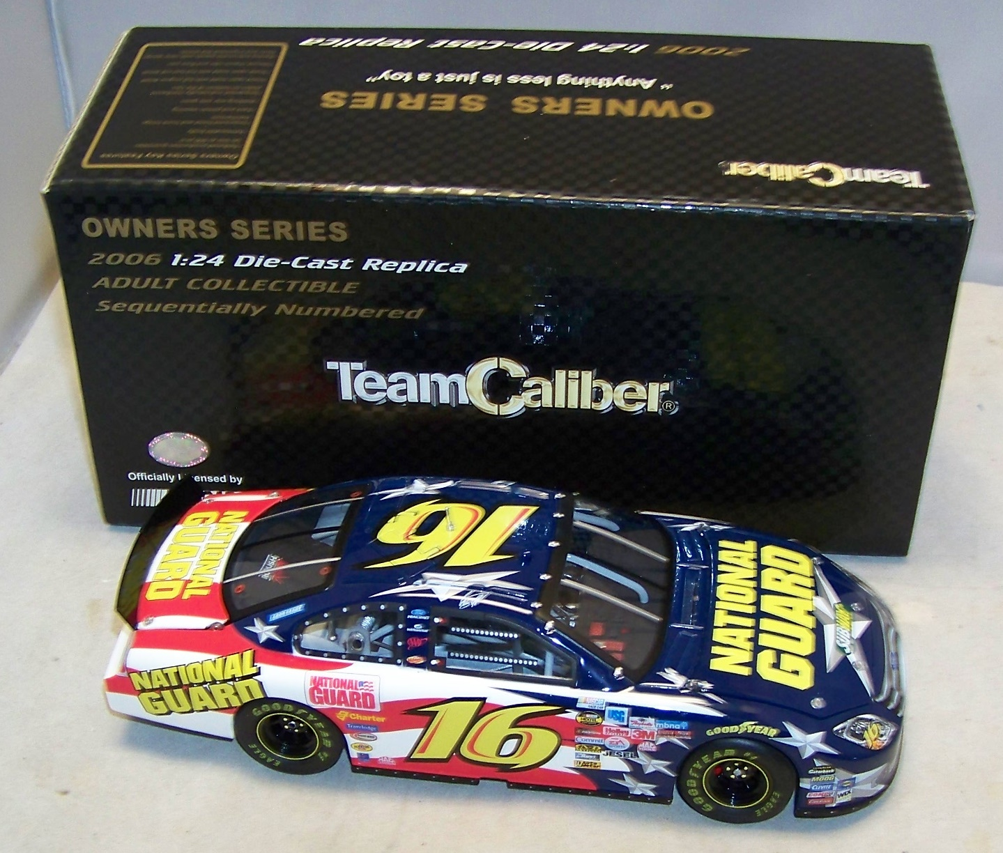 2006 Greg Biffle NASCAR Diecast 16 National Guard CWC 1:24 Team Caliber Owners 1