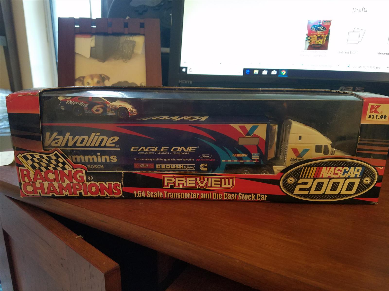 2000 Mark Martin NASCAR Diecast 6 Valvoline Hauler 1:64 Racing Champions Preview 1