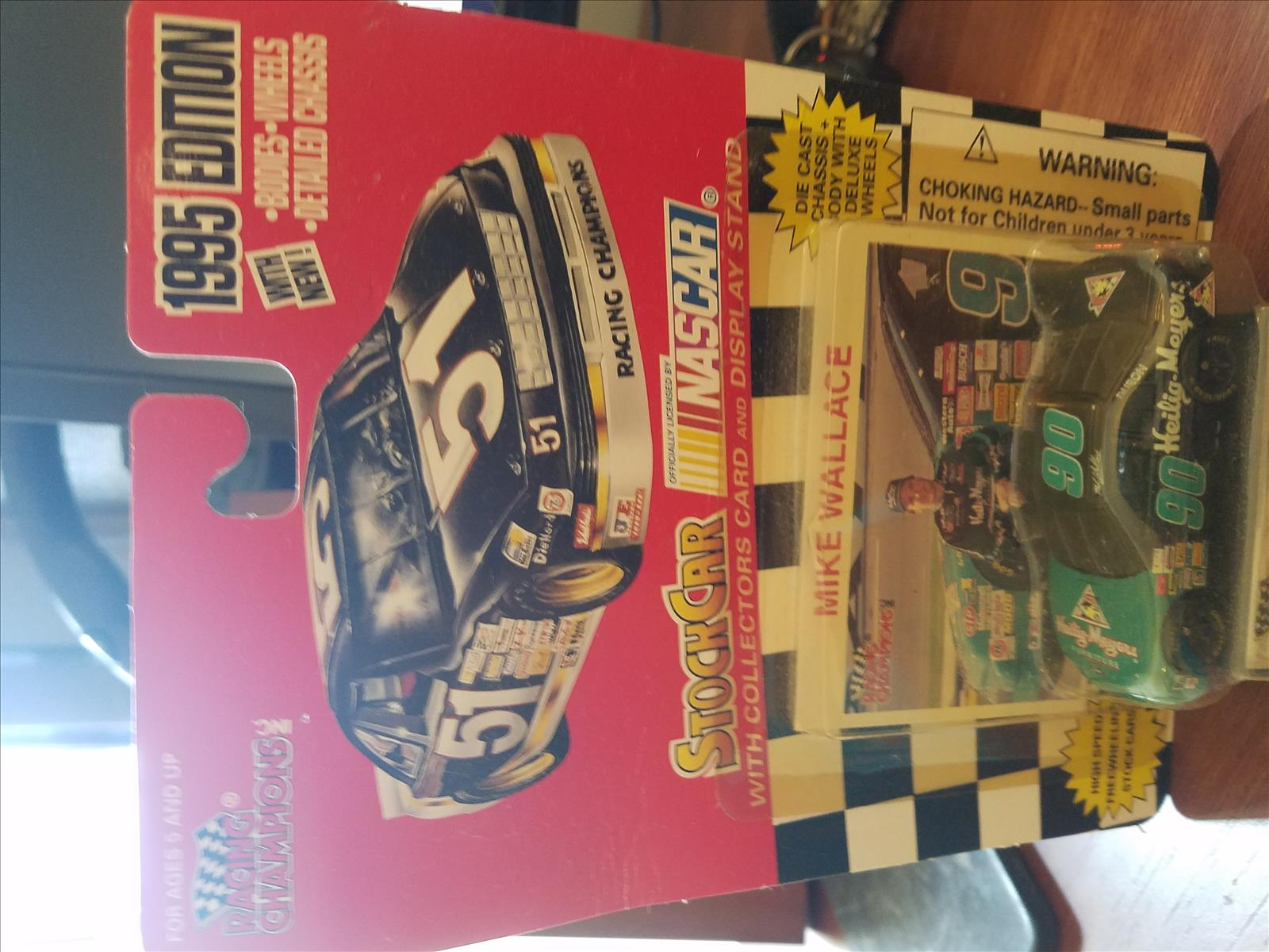 1995 Mike Wallace NASCAR Diecast 90 Heilig Meyers CWC 1:64 Racing Champions 1995 Edition 1