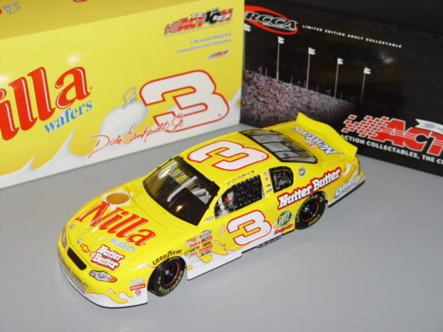 2002 Dale Earnhardt Jr NASCAR Diecast 3 Nilla Wafers Nutter Butter CWB 1:24 Action RCCA Club 1