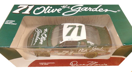 1995 Dave Marcis NASCAR Diecast 71 Olive Garden CWC 1:24 Revell 1
