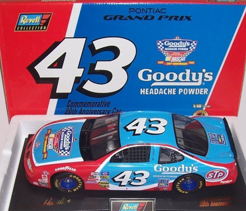 1997 Bobby Hamilton NASCAR Diecast 43 Goodys CWC 1:18 Revell Collection 1
