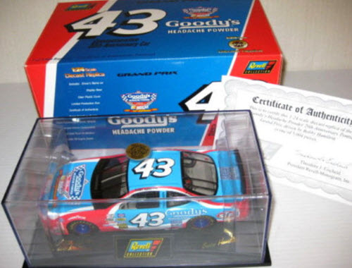 1997 Bobby Hamilton NASCAR Diecast 43 Goodys CWC 1:24 Revell Collection 1
