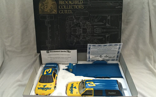 1999 Dale Earnhardt Sr NASCAR Diecast 3 Wrangler Jeans Chevy Suburban Open Trailer with Car 1:24 Brookfield Trackside 1