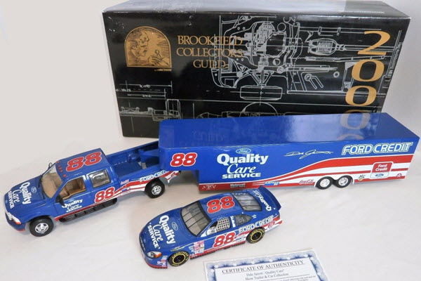2000 Dale Jarrett NASCAR Diecast 88 Quality Care Crew Cab Dually Closed Trainer Car 1:24 Brookfield 1
