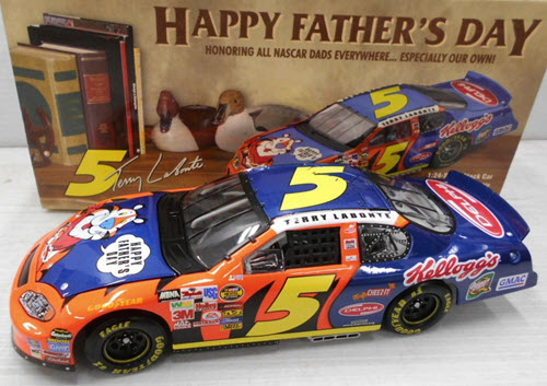 2004 Terry Labonte NASCAR Diecast 5 Kelloggs Fathers Day CWB Bank 1:24 Action ARC 1