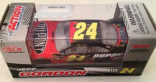 2009 Jeff Gordon NASCAR Diecast 24 DuPont CWC 1:64 Action ARC Kids 1