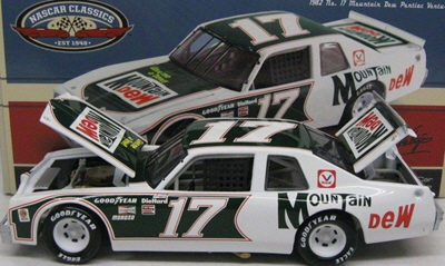 2012 Darrell Waltrip NASCAR Diecast 17 Mountain Dew Ventura 1982 CWC 1:24 Action ARC 1b