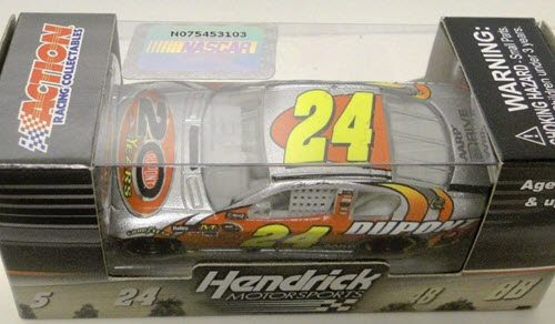 2012 Jeff Gordon NASCAR Diecast 24 DuPont 20 Years Celebratory CWC 1:64 Lionel Action ARC 1