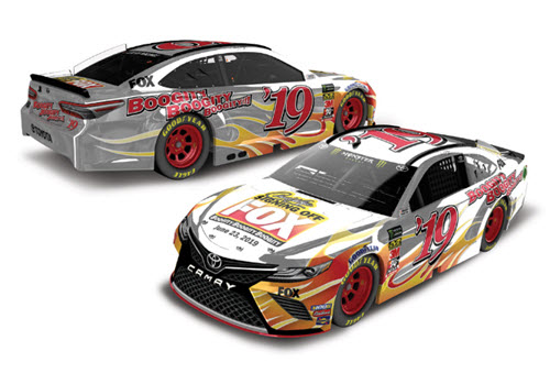 2019 Darrell Waltrip NASCAR Diecast 19 Fox Signing Off CWC 1:64 Lionel Action ARC 99