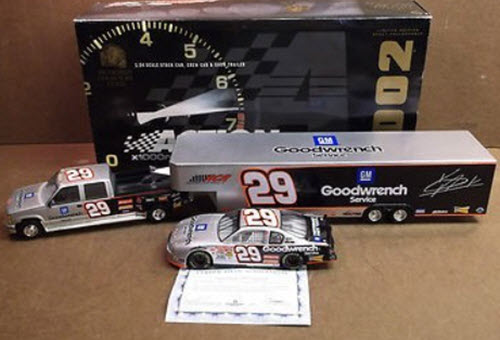 29 Kevin Harvick Diecast 2002 GMGW GM Goodwrench Crew Cab Dually Closed Trailer with Car 1:24 Action Brookfield 1