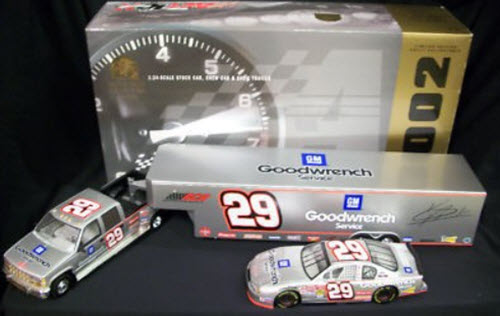 29 Kevin Harvick Diecast 2002 GMGW GM Goodwrench Crew Cab Dually Closed Trailer with Car 1:24 Action Brookfield Silver Incentive 1